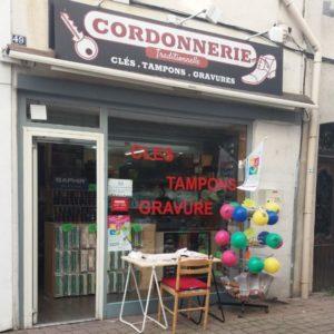 CORDONNERIE_CORDONNERIE MULTI SERVICES-VITRINE