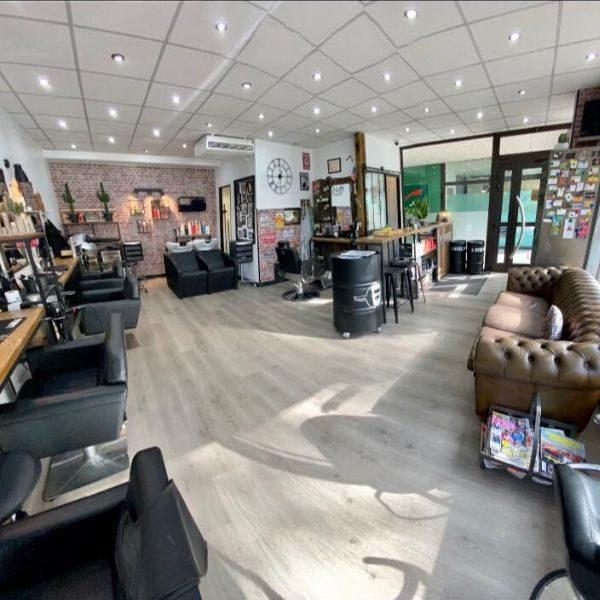 L ATELIER DE COIFFURE_salon de coiffure barbier-vitrine
