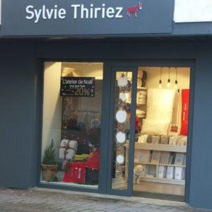 SYLVIE THIRIEZ-Magasin de linge de maison et articles de décoration-vitrine